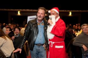 Darf auch nicht fehlen: Der Weihnachtsmann aka Vertriebsleiter Frank Belchhaus, hier mit vertriebsmitarbeiter Siggi Pachan.