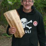 Hinz&Künztler Peter mit … einem Holzklotz?!
