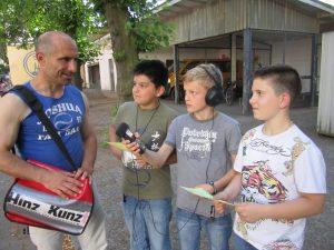 Neugierig: Schüler interviewen Hinz&Kunzt-Verkäufer Torsten