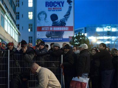Großer Andrang, als die Notunterkunft in der Spaldingstraße erstmals in diesem Winter für die Nacht geöffnet wurde.