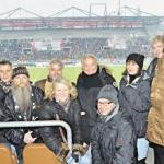Schön war's trotz Niederlage: Die Hinz&Kunzt-Leser hatten einen klasse Blick aufs Spielfeld – und die Möglichkeit, sich in der OBDACH-LOGE aufzuwärmen.