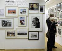 Bilder so weit das Auge reicht – in der Freelens-Galerie werden noch bis 17. Januar Bilder für einen guten Zweck versteigert.