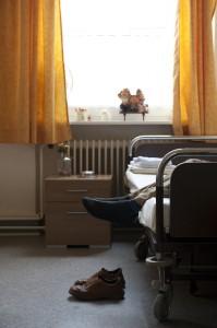 Angst und das Gefühl, ausgeliefert zu sein, bewältigen Wohnungs- und Obdachlose im Krankenhaus auch deshalb schlecht, weil ihnen ein stabiles soziales Netz fehlt.
