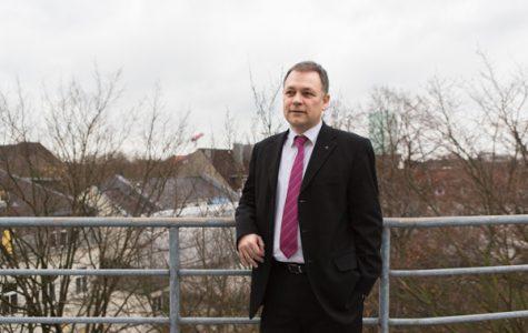 Seit 2009 leitete Dirk  Ahrens das Diakonie- Hilfswerk und war  Vorstandsmitglied in der Diakonie Hamburg.