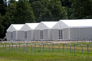 Zelte für Flüchtlinge: wie hier in der Schnackenburgallee. (Foto: action press/Matthias Braun)