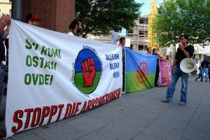 Hamburger Roma prtoestieren gegen Diskriminierung, wie hier am 2. August. (Foto: Romano Jekipe Ano Hamburg.)