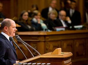 Olaf Scholz bei seiner Regierungserklärung am 14.10.2015. Foto: Christian