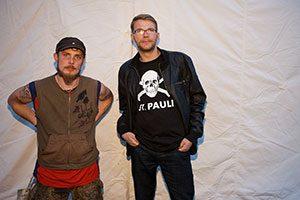 Die Hinz&Künztler Rico (links) und Daniel fuhren zur STRASSENKINDERKONFERENZ nach Berlin. (Foto: Martin Kath)
