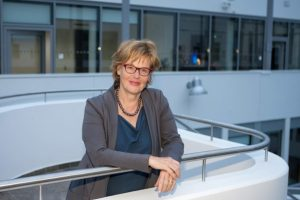 Cornelia Füllkrug-Weitzel in ihrem Bürohaus in Berlin, wo die DIAKONIE Katastrophenhilfe und Brot für die Welt unter einem Dach sitzen.