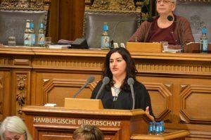 Cansu Özdemir von der Linken stellte in der Bürgerschaft klar: Der Faktencheck von Hinz&Kunzt widerlegt die Scheinargumente der Sozialbehörde.