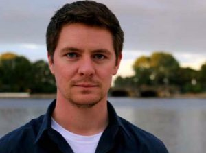 Investigativjournalist JAN LUKAS STROZYK studierte Islamwissenschaften und Amerikanistik und absolvierte die Henri-Nannen-Schule.