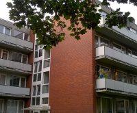 In diesen Häusern in der Hinschstraße in Eidelstedt verlangte ein Vermieter überhöhte Mieten vom Jobcenter für Wohnungen und Zimmer, in denen Hartz-IV-Bezieher leben. Foto: Ulrich Jonas