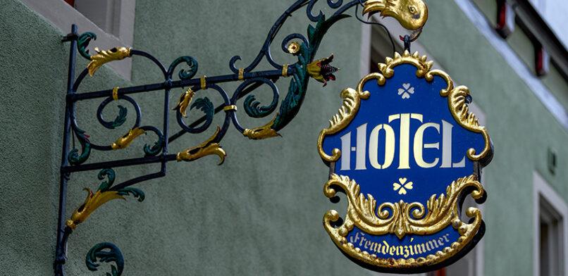 Bündnis bringt 60 Obdachlose in Hotels unter